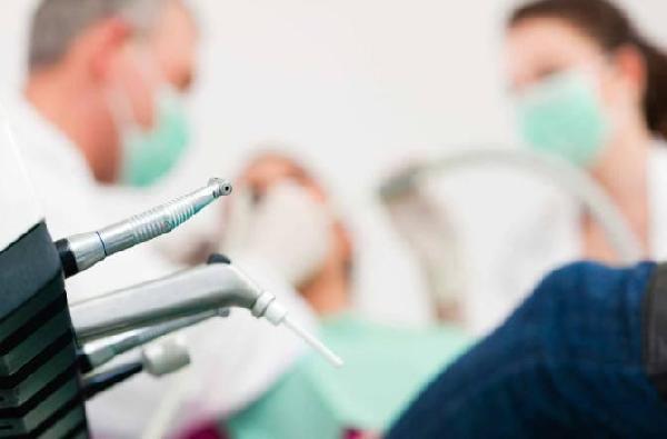 Covid, i dentisti in grande difficoltà: ignorati dalle istituzioni