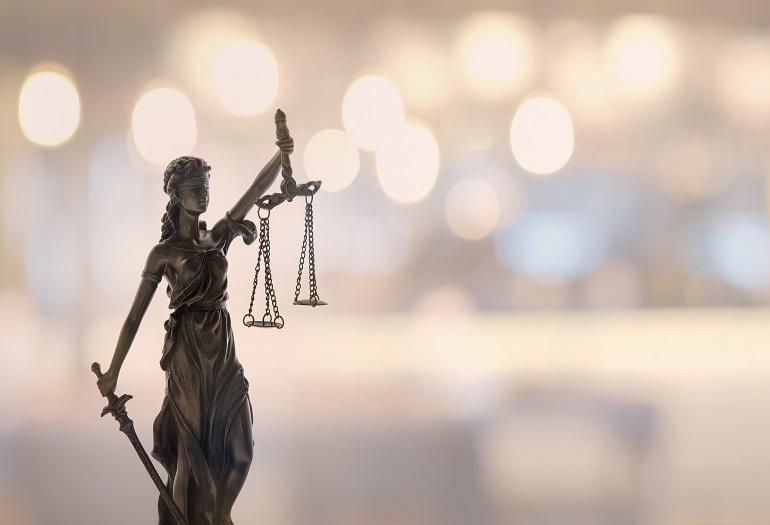 Condanna con revoca della condizionale a dentista abusivo. Ordine e ANDI Lucca parti civili